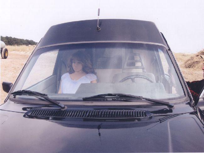Silikonpuppe als Beifahrerin